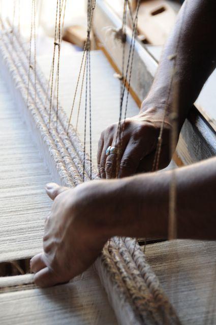 Le fil de pashmina pur cachemire doit être tissé avec délicatesse