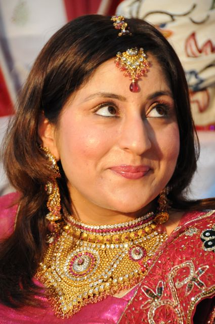 the kashmiri bride with jewels