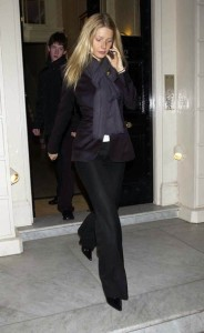 celebrities and pashminas : Gwyneth Paltrow
