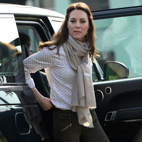 Kate Middleton pashmina brodé