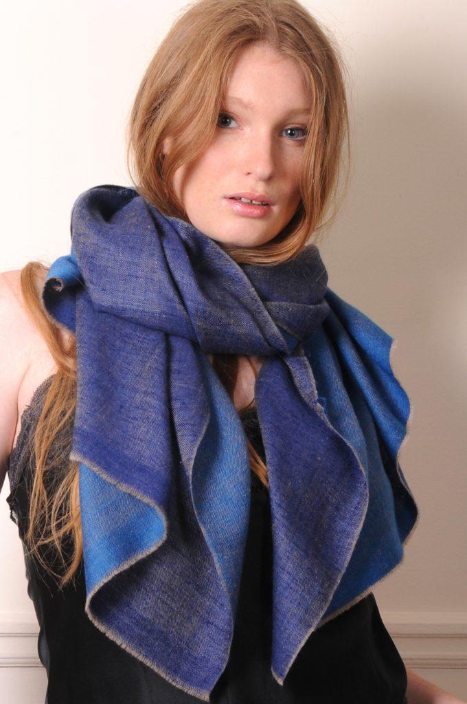 foulard véritable pashmina bleu réversible