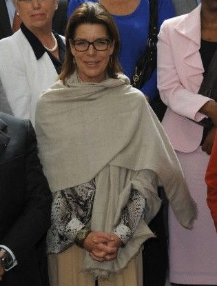 Caroline de Monaco wears a real natural light beige pashmina