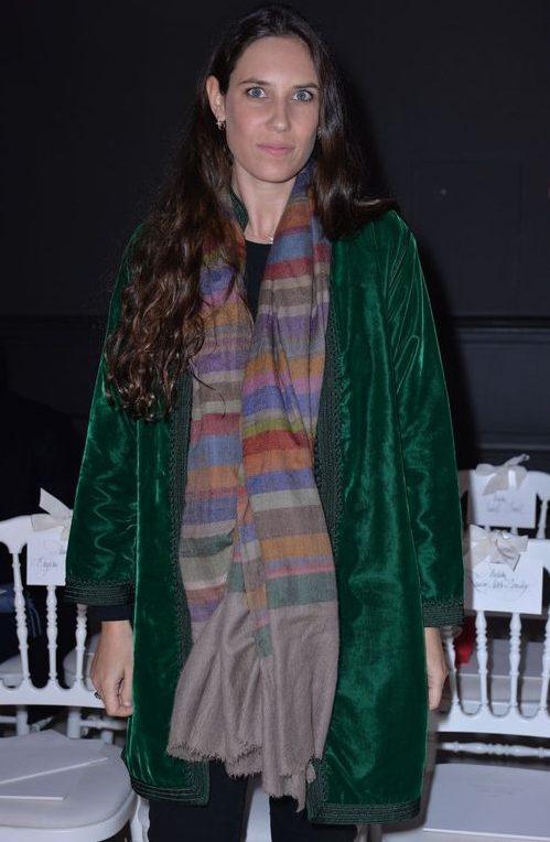 Tatiana Santo Domingo Casiraghi ha anche veri pashmine a strisce