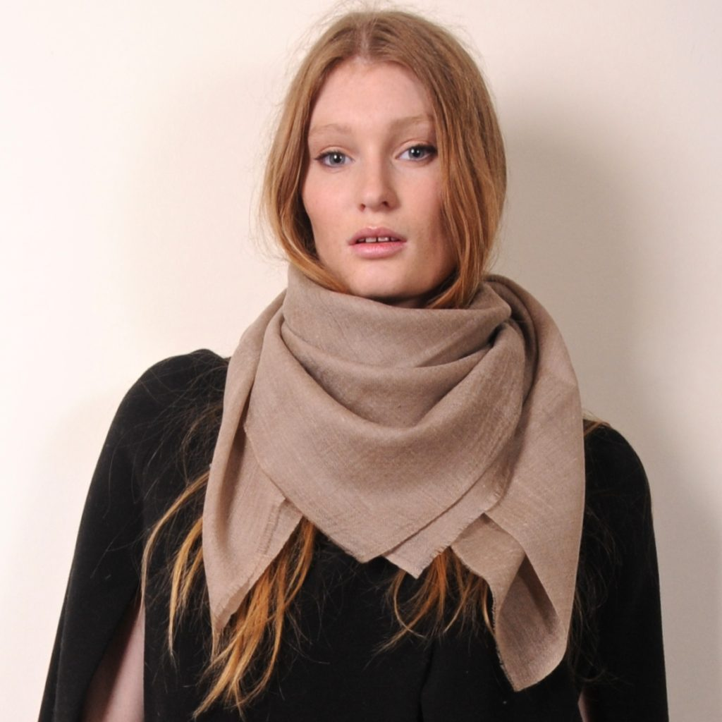the natural beige Carré is the perfect spring pashmina