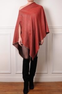 poncho pashmina reversible on the red side