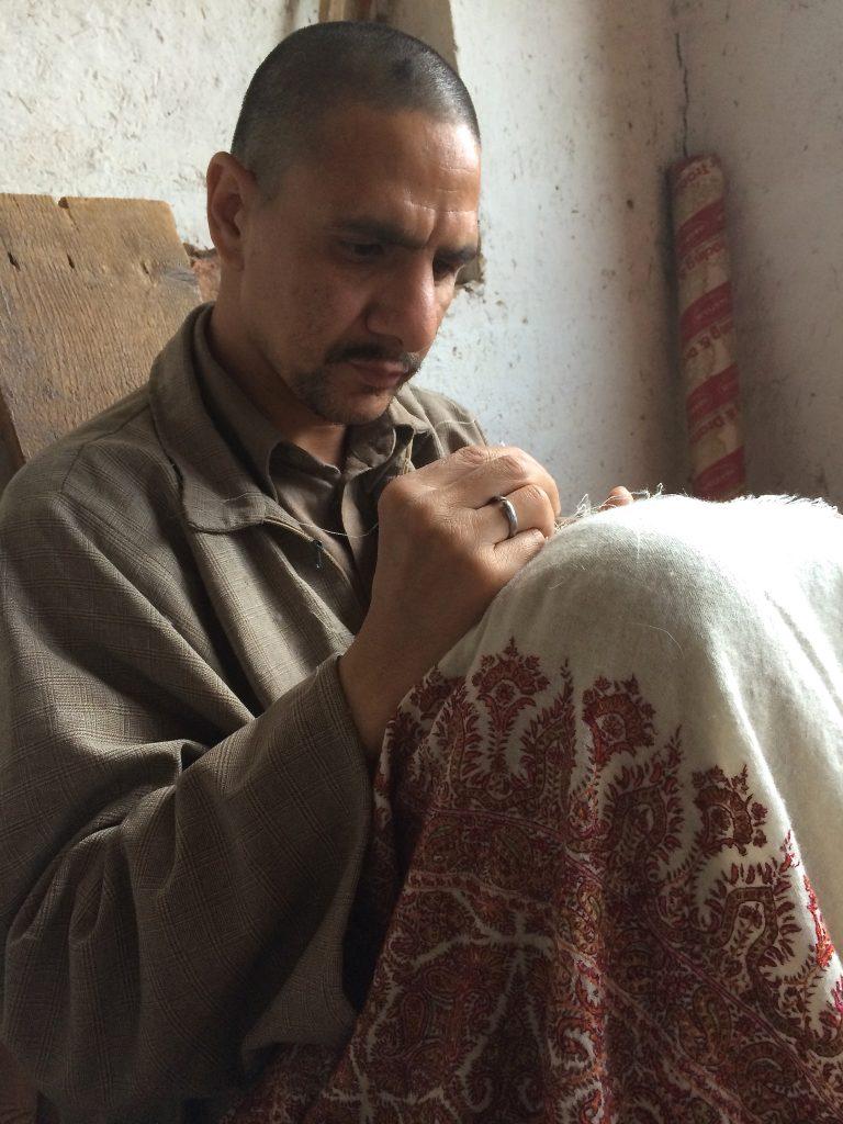 Kaschmir-Pashmina reparieren